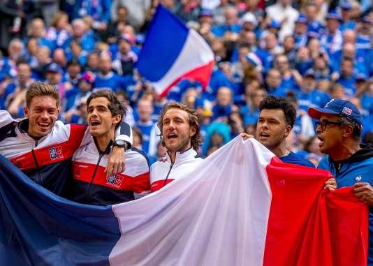 De g. à dr. : Nicolas Mahut, Pierre-Hugues Herbert, Lucas Pouille, Jo-Wilfried Tsonga et le capitaine de l'équipe, Yannick Noah, le 17 septembre.