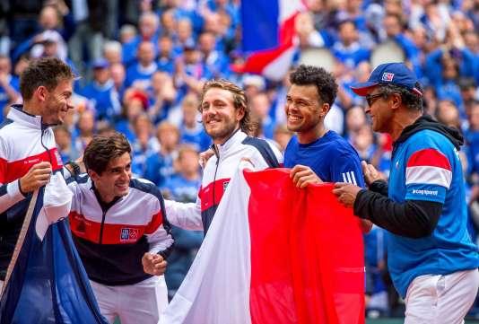 La joie des Français (Mahut, Herbert, Pouille, Tsonga et le capitaine Noah) après leur qualification en finale de Coupe Davis.