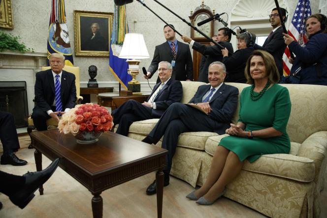 Début septembre, Donald Trump s'était mis d'accord avec les chefs de l'opposition démocrate pour relever temporairement le plafond de la dette.