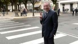 François Bayrou, maire de Pau, attend devant l'hôtel de ville l'arrivée du premier ministre, Edouard Philippe, le 9 septembre.