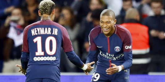 Même s'ils n'ont pas marqué dimanche, Neymar et Kylian Mbappé ont fini par faire céder la défense lyonnaise.