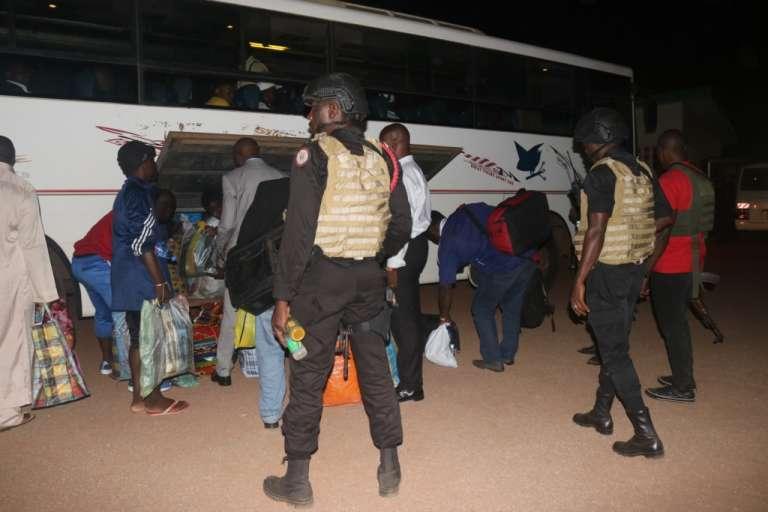 Le 31 août 2017, les prisonniers anglophones libérés sont embarqués sous escorte dans un buspour Buéa et Bamenda, où ils avaient été interpellés huit mois plus tôt.