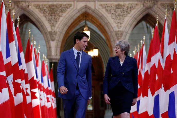 Le premier ministre canadien, Justin Trudeau (à gauche), aux côtés de son homologue britannique Theresa May, à Ottawa, le 18septembre.