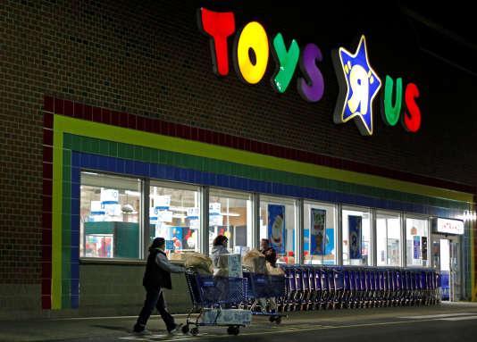 """Un magasin Toys """"R"""" Us dans le Massachusetts, le 25novembre 2011."""