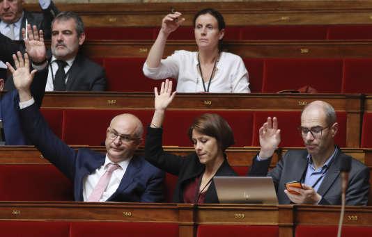 Au premier rang, Laurent Pietraszewski, Christelle Dubos et Yannick Kerlogot (LRM), à l'Assemblée, le 28juillet.