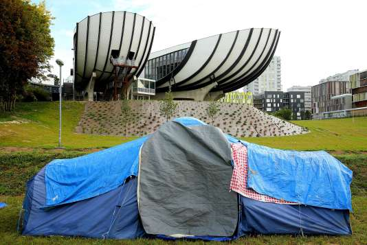 L'une des tentes installées sur le campus Croix-Rouge de l'université de Reims, le 18 septembre.