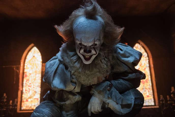 Le clown malfaisant Pennywise terrorise les enfants dans le film «Ça» réalisé parAndy Muschietti.