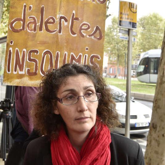 La lanceuse d'alerte Céline Boussié, le 17 octobre 2016, devant le tribunal de Toulouse.