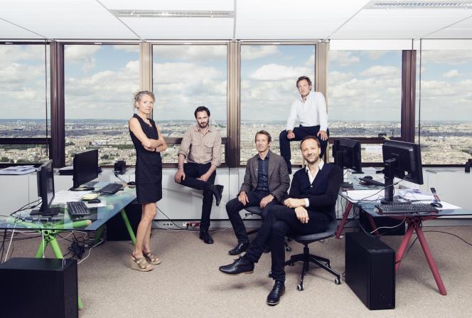 Les associés de la Nouvelle AOM dans le bureau loué au 44e étage de la tour Montparnasse afin de concevoir le projet. De gauche à droite : Pascale Dalix, Franklin Azzi, Mathurin Hardel, Cyrille Le Bihan et Frédéric Chartier.