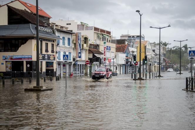 A Fort-de-France en Martinique, le front de mer est inondé, le 19 septembre.