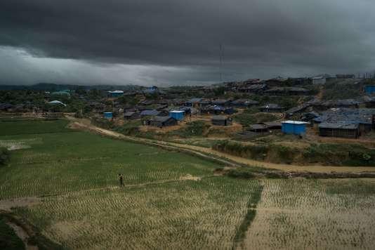 Kutupalong est l'un des deux camps gérés par le gouvernement dans la région de Cox's Bazar, l'autre étant le camp de Nayapara. Les deux camps abritent 77 000 réfugiés, une population qui augmente de jour en jour.