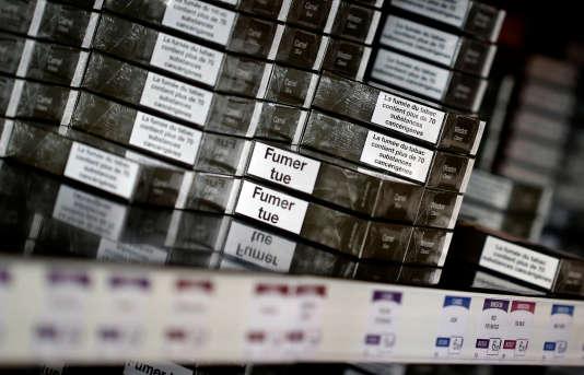 Le terme d'agnotologie a d'abord été appliqué aux stratégies des cigarettiers et des producteurs d'énergie fossile en lutte contre des vérités dérangeantes pour eux.