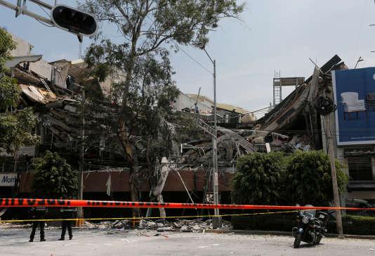Un bâtiment effondré à Mexico après le tremblement de terre, le 19 septembre.