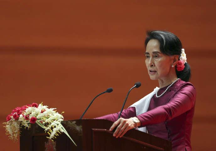 Aung San Suu Kyi s'adresse au peuple birman lors d'un discours télévisé, à Naypyidaw en Birmanie, le 19 septembre.
