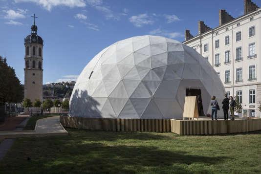 Biennale de lyon c leste boursier mougenot r enchante le for Architecture utopiste