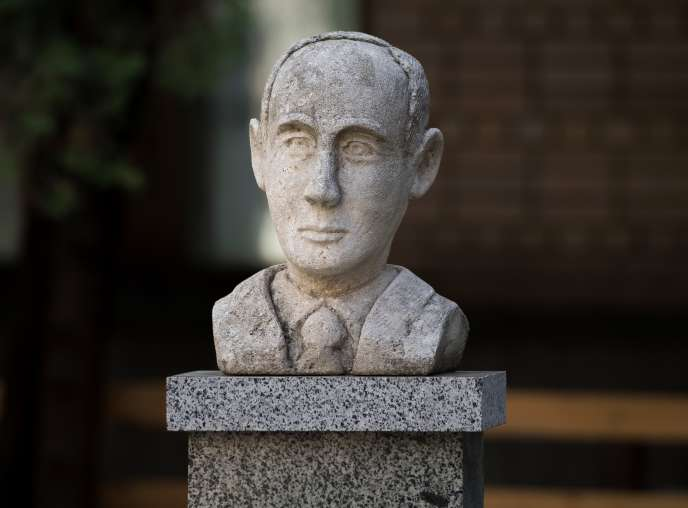 Buste commémoratif du diplomate suédois Raoul Wallenberg à Moscou.