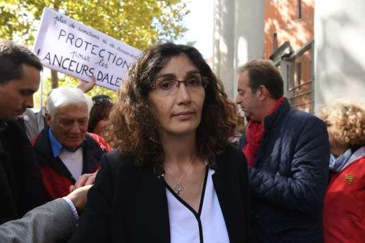 La lanceuse d'alerte, Céline Boussié, devant le tribunal correctionnel de Toulouse, le 19septembre 2017.