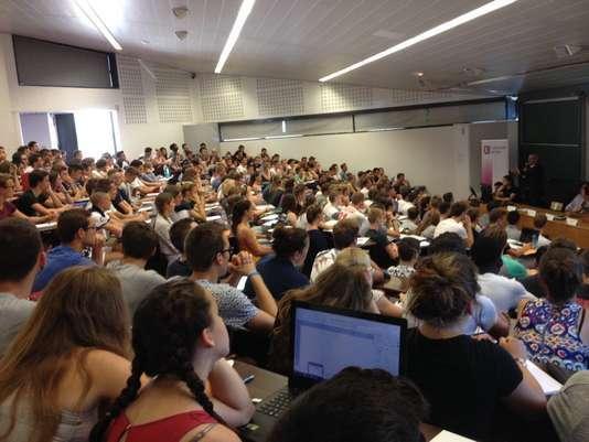 La rentrée 2016 en Staps à l'université de Lille avec des amphis dédoublés et en visioconférence pour accueillir le plus d'étudiants possible.