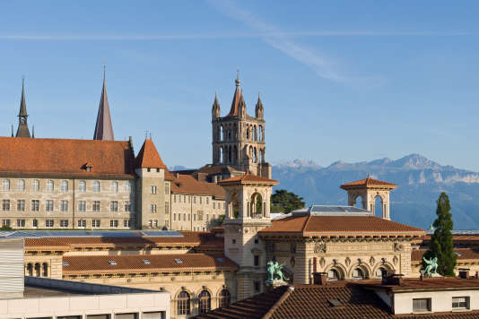 Grâce à ses grandes écoles renommées, Lausanne attire les entreprises étrangères qui voient là un moyen facilité de recruter du personnel qualifié.