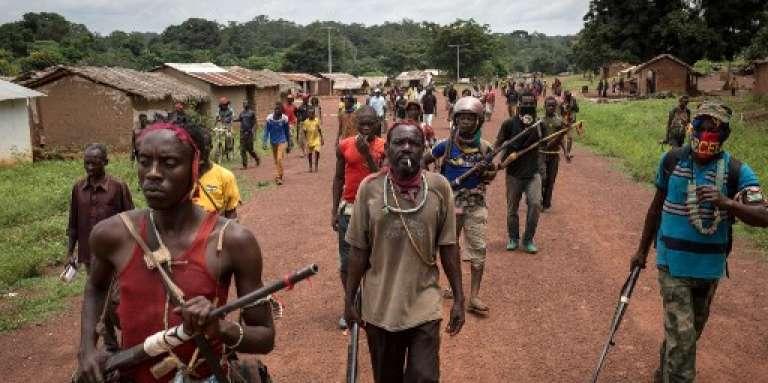 Des miliciens anti-balaka, dans la région de Gambo, au sud-est de la République centrafricaine, en août 2017.