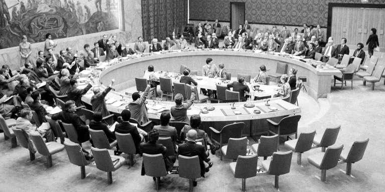 Les membres du Conseil de sécurité des Nations unies ont voté à l'unanimité un embargo sur les armes contre l'Afrique du Sud, lors de la session du vendredi 4 novembre 1977.