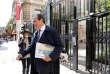 Jean-Christophe Cambadelis quitte le siège de son parti, le PS, situé rue de Solferino, à Paris, le 20 septembre 2017.