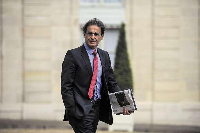 Patrice Biancone revient de manière décalée sur son expérience auprès de l'ancien président de la Républiquedans «La Malédiction de l'Elysée».