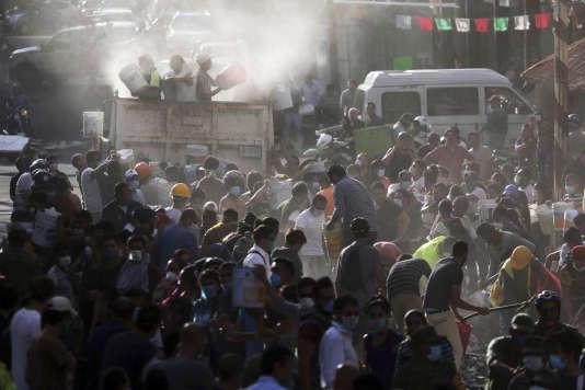 Mobilisation dans les rues de Mexico mardi 19 septembre après le séisme de magnitude 7.1 qui a touché la capitale mexicaine et fait près de 150 morts.