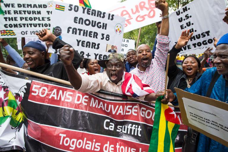 Devant le siège de l'ONU, à New York, le 19 septembre 2017, manifestations d'opposants au régime de Faure Gnassingbé, au pourvoir depuis 2005 après avoir succédé à trente-huit années de règne de son père.
