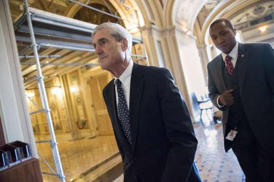 Le procureur spécial Robert Mueller et des commissions parlementaires enquêtent sur de possibles liens entre l'équipe de campagne de Trump et la Russie.
