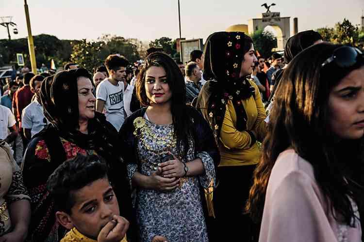 A Erbil, une manifestation en faveur de la tenue du référendum. Pour Andrea DiCenzo, l'échéance du 25 septembre est loin de faire l'unanimité. « AErbil, [...] on ressent un enthousiasme enfiévré pour l'indépendance. Mais ailleurs, c'est en demi-teinte », rapporte-t-elle.
