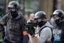 Un policier ajuste un tir de grenade lacrymogène, lors d'une manifestation à Nantes, le 12 septembre.