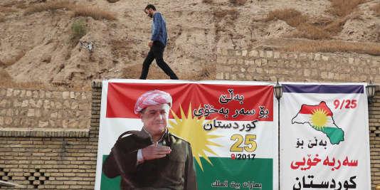 Une bannière pro-référendum accrochée sur un château d'Erbil, auKurdistan.