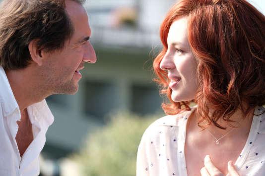 Stéphane de Groodt et Louise Bourgoin dans le film français de Bruno Chiche, «L'un dans l'autre».