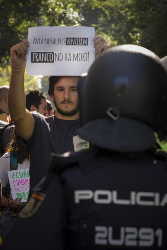 Journée de mobilisation à Barcelone contre les perquisitions effectuées par la police nationale espagnole à la recherche de documents relatifs au référendum du 10 octobre.