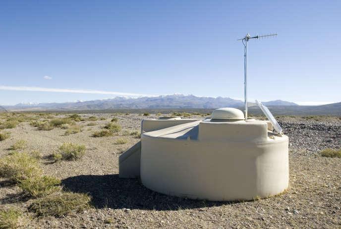 Dans la Pampa Amarilla argentine, une des 1600« piscines» de l'observatoire Pierre-Auger, servant de détecteur de rayons cosmiques.