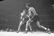 Jake LaMotta (à gauche) affronte Sugar Ray Robinson, le 23 février 1945 à New York.