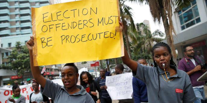 Des manifestants demandent que les responsables de la Commission électorale soient jugés, à Nairobi, au Kenya, le 13septembre 2017.