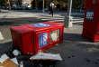 Les distributeurs rouges, qui contenaient l'édition gratuite du «Village Voice», faisaient aussi partie du paysage new-yorkais. Et étaient vandalisés toutes les semaines.