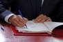 « Plus les forces d'oppositions exagéreront ou caricatureront la réalité de l'impact de ces réformes, plus le discours de Macron, qui vise à qualifier les opposants aux ordonnances de combattants d'arrière-garde déconnectés du monde d'aujourd'hui, fonctionnera» (Emmanuel Macron signe, le 22 septembre, en direct à la télévision, les ordonnances réformant le droit du travail).