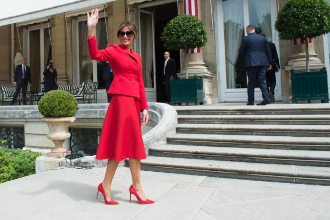 Melania Trump en tailleur Dior lors de la visite officielle du couple présidentiel à Paris, en juillet 2017.