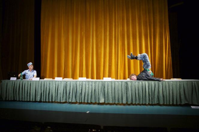 «Le Corps utopique, ou il faut tuer le chien», de Nikolaus, mis en scène par Christian Lucas auNouveau Théâtre de Montreuil.
