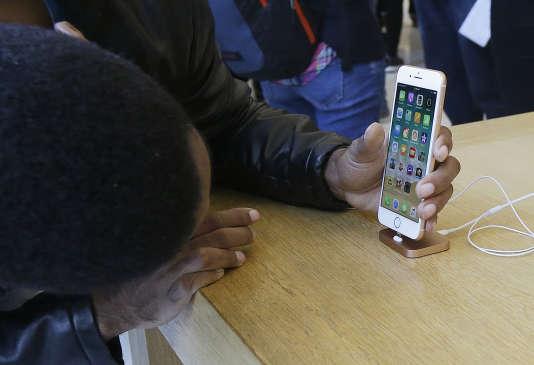 iPhone 8, dans un Apple Store, à San Francisco, le 22 septembre.