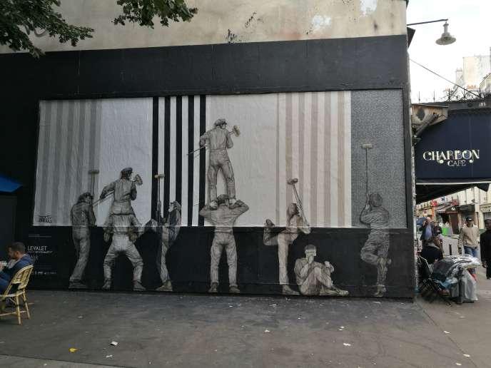 Mur de l'artiste Levalet,en place jusqu'au 30 septembre rue Oberkampf, à Paris (11e).