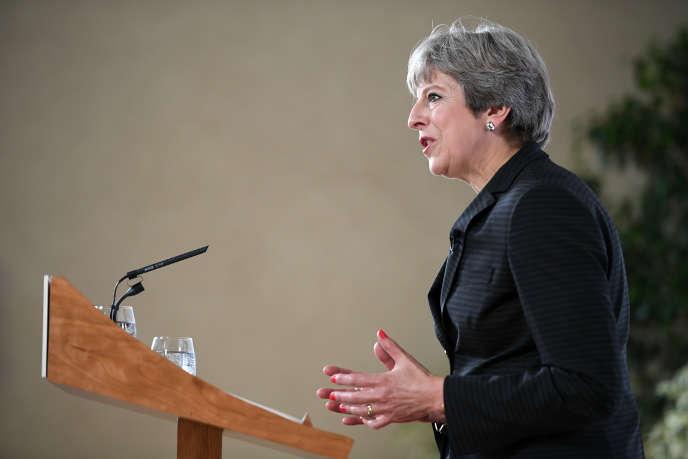 « Le 22 septembre, Mme May a confirmé qu'elle souhaitait obtenir une période de transition de deux ans, pendant laquelle rien ne changerait. Cela donne une bouffée d'oxygène à des entreprises qui s'alarmaient face à la proximité de l'échéance officielle du 30 mars 2019, date de la sortie effective de l'UE» (Photo: le premier ministre britannique Theresa May à Florence, en Italie, le 22 septembre).