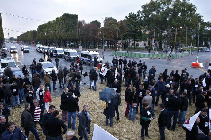 Les agriculteurs veulent pouvoir continuer à utiliser le glyphosate et ont manifesté en ce sens, le 22septembre, à l'appel de la FNSEA, sur les Champs-Elysées.
