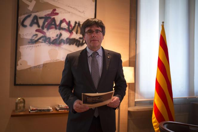 Le président Carles Puigdemont, au palais de la Généralité de Catalogne, siège du gouverment catalan, à Barcelone, le 21 septembre.