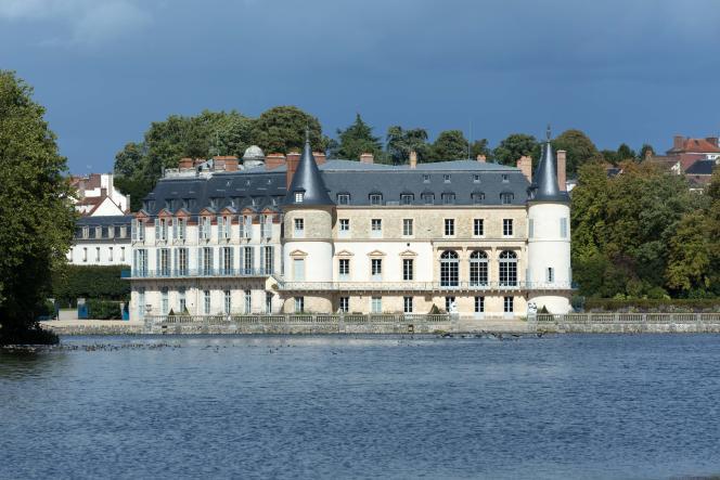 Le château de Rambouillet et son magnifique plan d'eau où l'on peut faire de la barque.