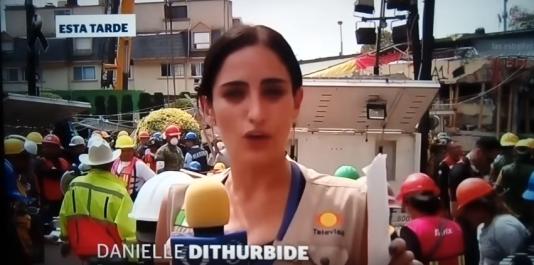 La journaliste mexicaine Danielle Dithurbide racontait, heure après heure, à l'antenne, le prétendu sauvetagede la petite fille.