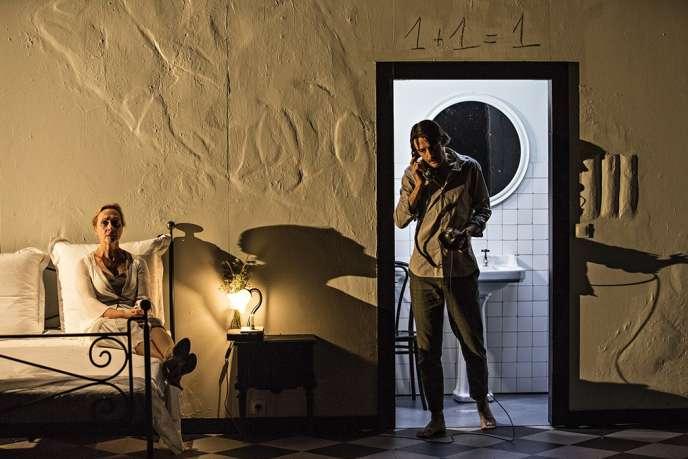 Hélène Alexandridis et Stanislas Nordey dans«Tarkovski, le corps du poète», par Simon Delétang au Théâtre national de Strasbourg.